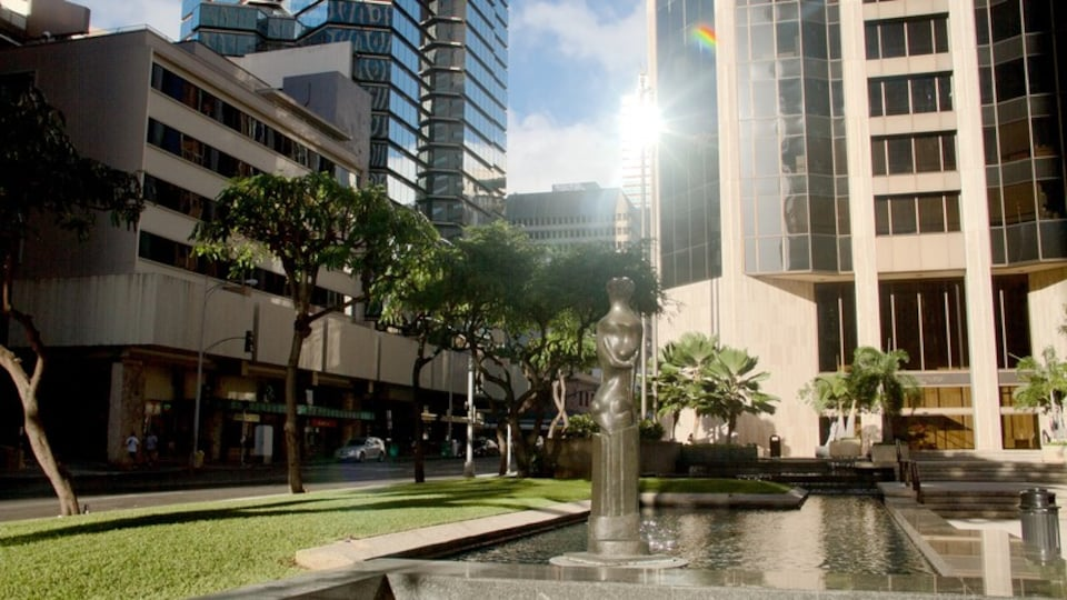 Oahu Island showing modern architecture and a fountain