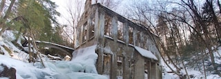 Gatineau Park showing heritage elements and snow