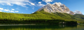 Yoho National Park showing tranquil scenes, a lake or waterhole and mountains