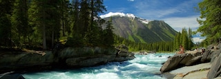 Kootenay National Park showing rapids and tranquil scenes