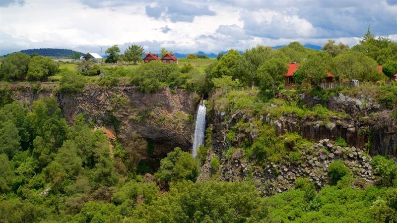Prismas Basalticos Waterfall