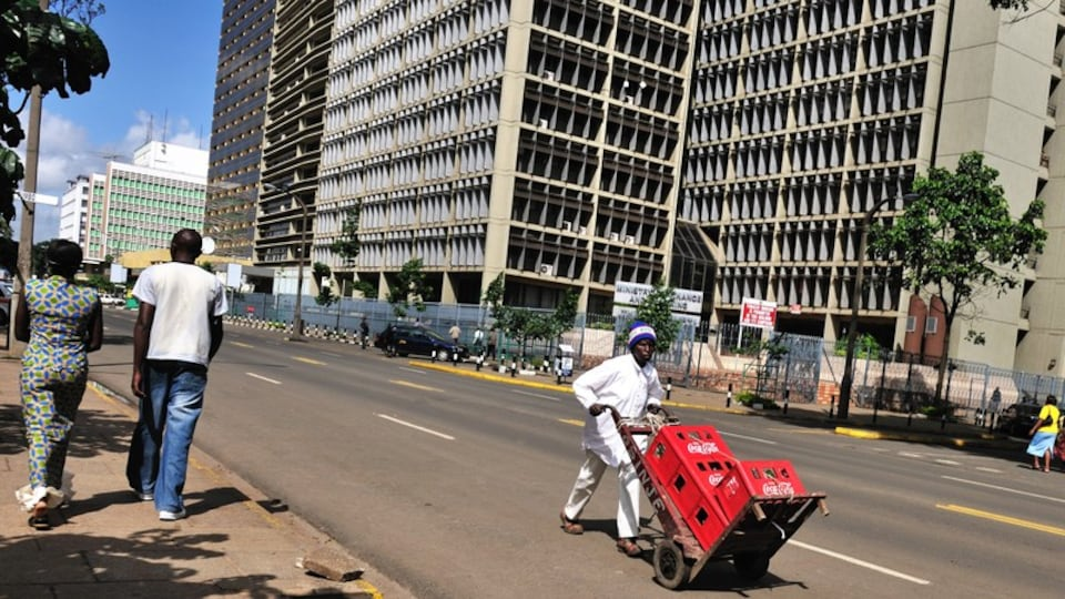Nairobi featuring street scenes, city views and a city