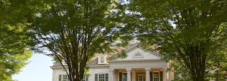 George Eastman House featuring a house