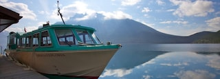 Lake Minnewanka which includes landscape views, a marina and mountains