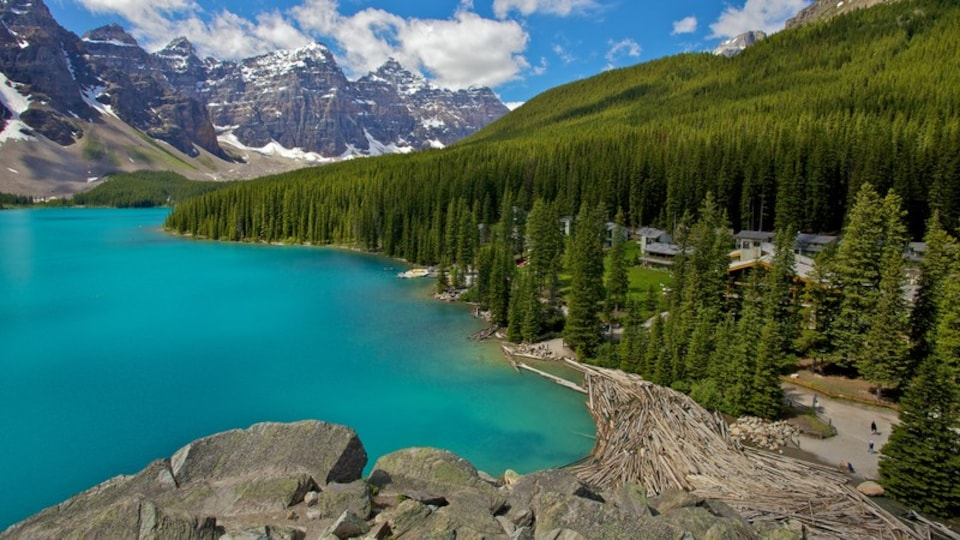 Lake Minnewanka which includes landscape views, mountains and a lake or waterhole