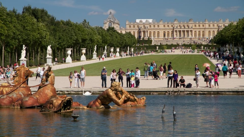Versailles featuring heritage architecture, a statue or sculpture and landscape views