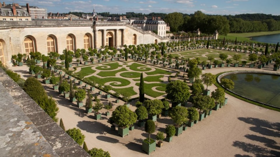 Versailles which includes a castle, landscape views and a garden