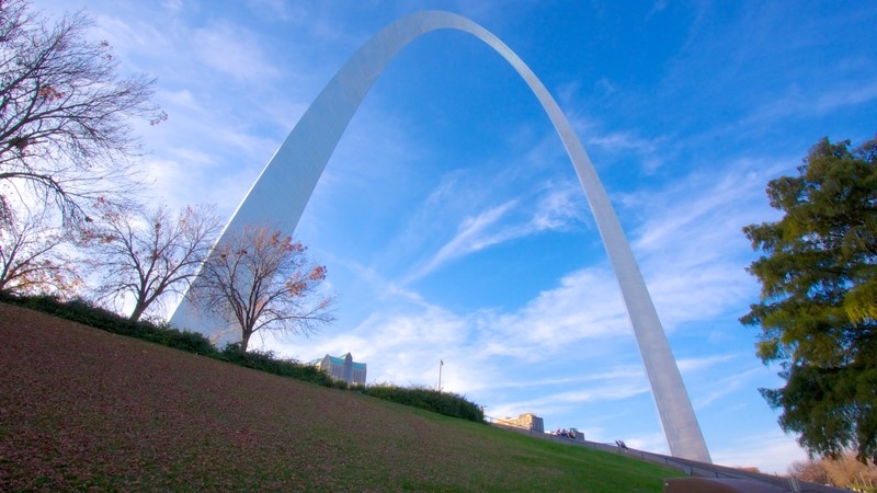 Gateway Arch which includes a garden, landscape views and a monument