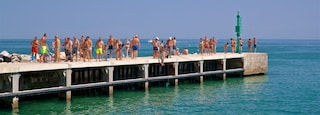 Bellaria-Igea Marina which includes general coastal views as well as a small group of people