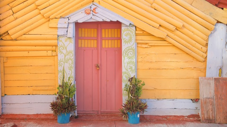 Isla Mujeres showing a house