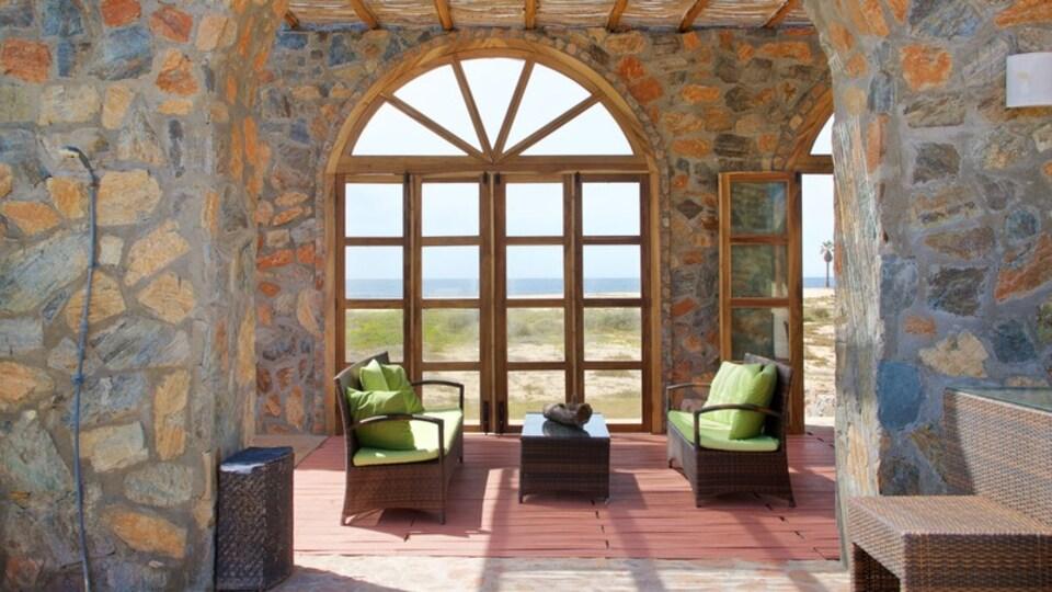 Todos Santos showing interior views