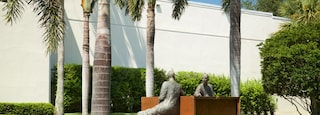 Vero Beach Museum of Art featuring outdoor art and a park