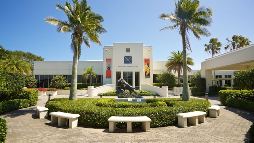 Vero Beach Museum of Art which includes a garden