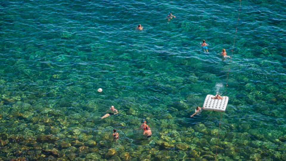 Bay of Sorgeto which includes swimming, general coastal views and tropical scenes
