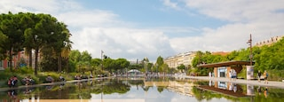 Carabacel featuring a pond, a park and a fountain
