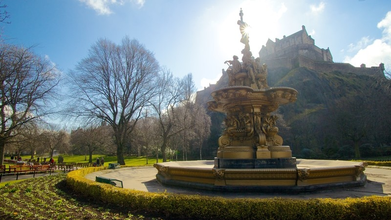 Princes Street Gardens showing a statue or sculpture, a fountain and a garden