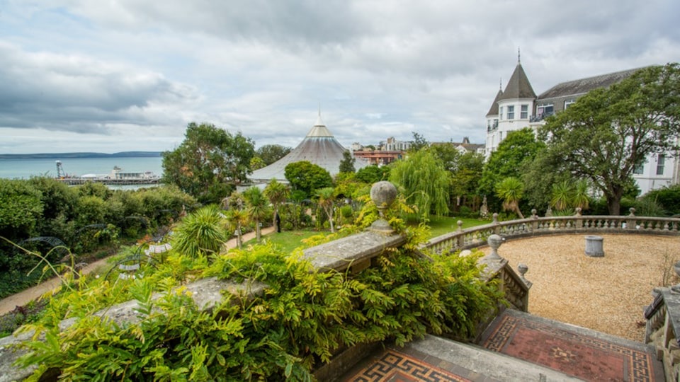 Russell-Cotes Art Gallery and Museum which includes a park and general coastal views
