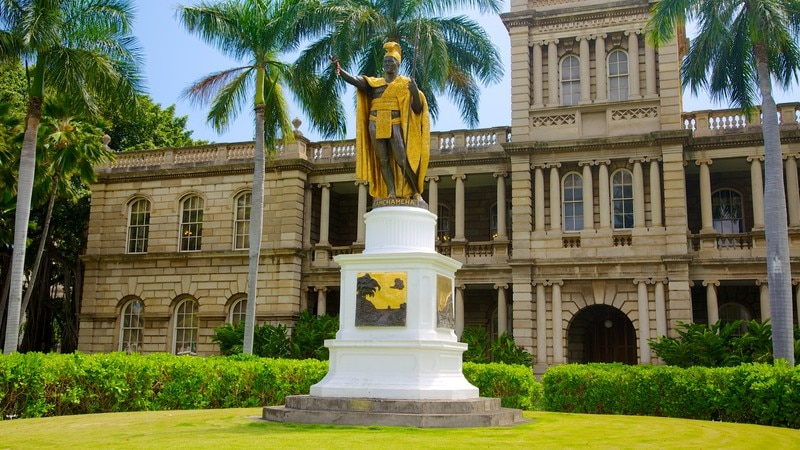 Iolani Palace featuring heritage architecture, chateau or palace and a monument
