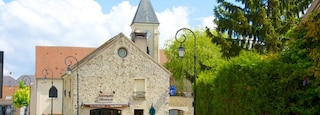 Magny-le-Hongre which includes heritage architecture, street scenes and a small town or village