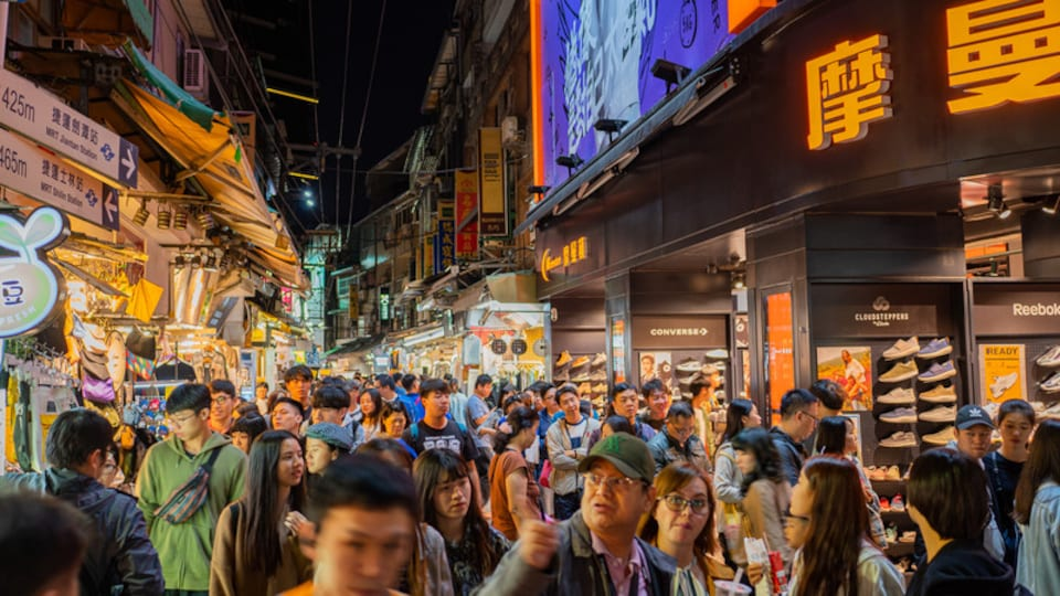 Shilin Night Market showing street scenes, a city and night scenes