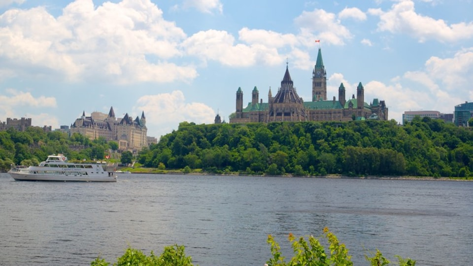 Parliament Hill showing a ferry, chateau or palace and an administrative buidling