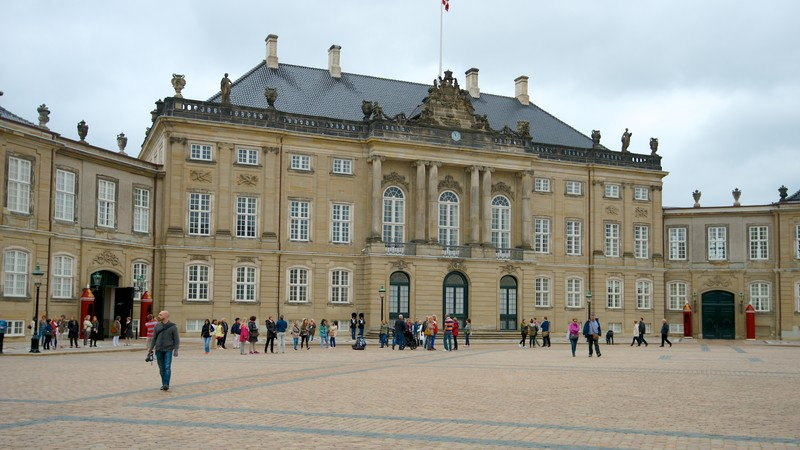 Amalienborg Palace featuring a square or plaza, heritage architecture and a castle