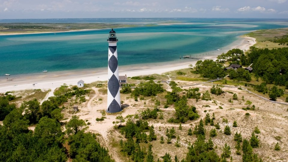 Morehead City showing a lighthouse, general coastal views and tranquil scenes