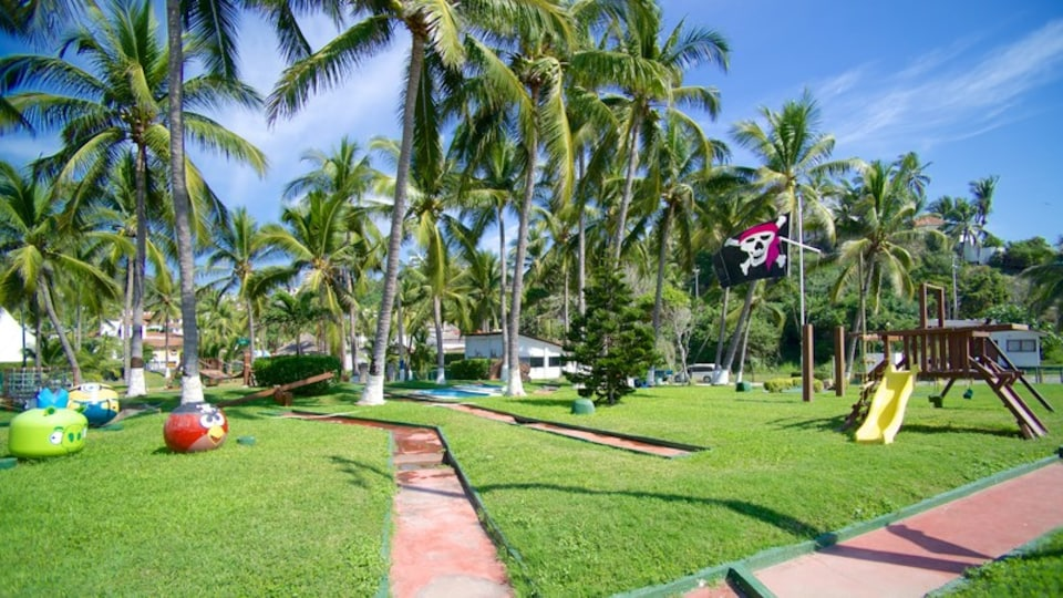 Manzanillo showing a playground, tropical scenes and a park