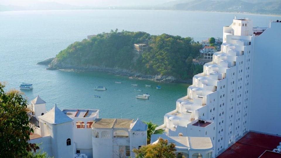 Playa La Audiencia showing a coastal town, general coastal views and landscape views