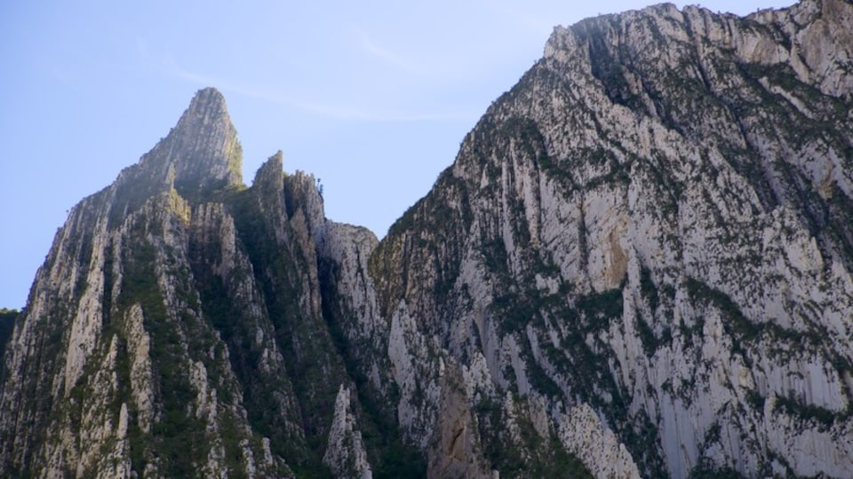 Canon de la Huasteca showing landscape views, mountains and a gorge or canyon