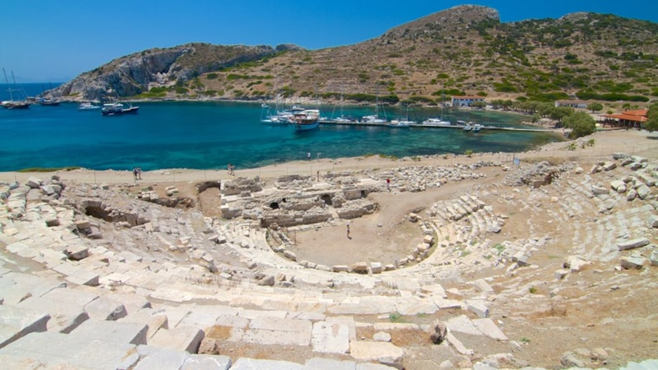 Knidos which includes building ruins