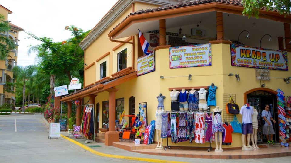 Tamarindo which includes shopping and street scenes