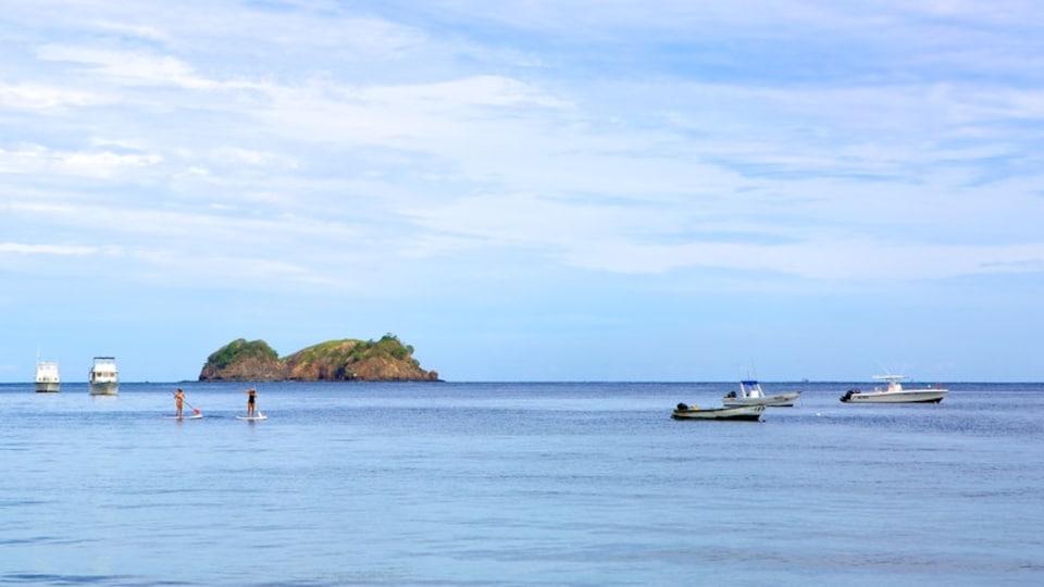 Hermosa Bay Beach showing island images and general coastal views