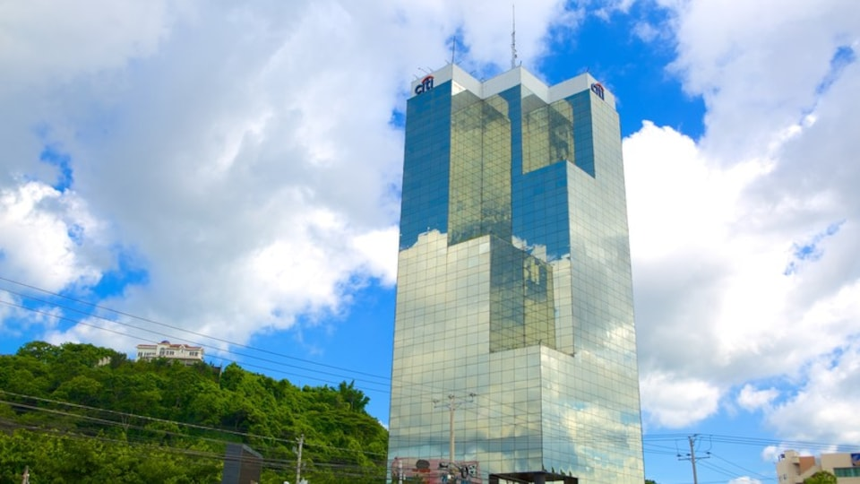 Torre Cuscatlan showing modern architecture and a high rise building