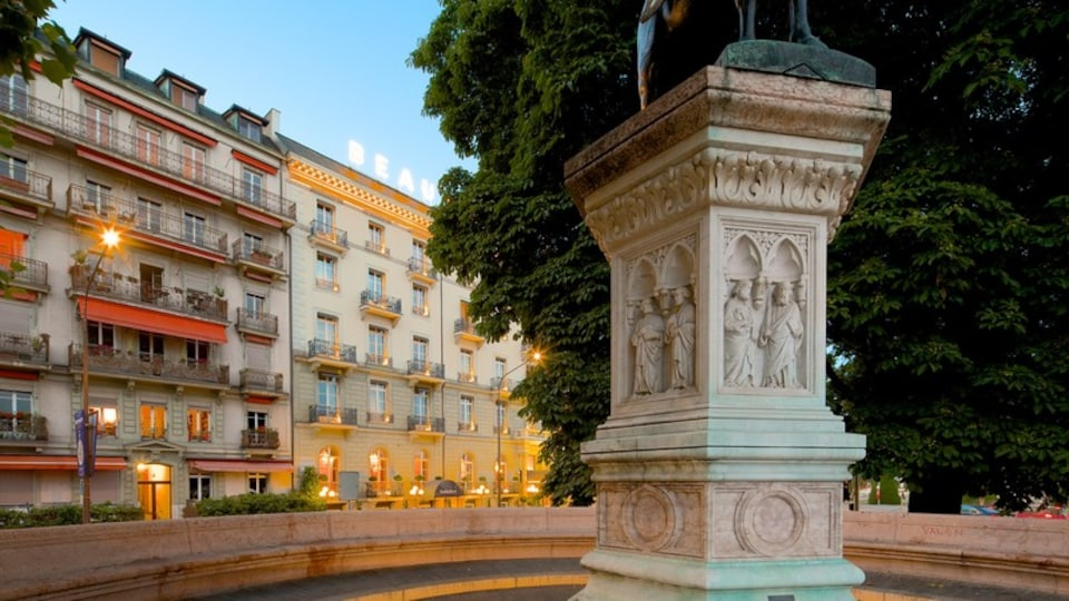 Geneva showing heritage architecture and a square or plaza