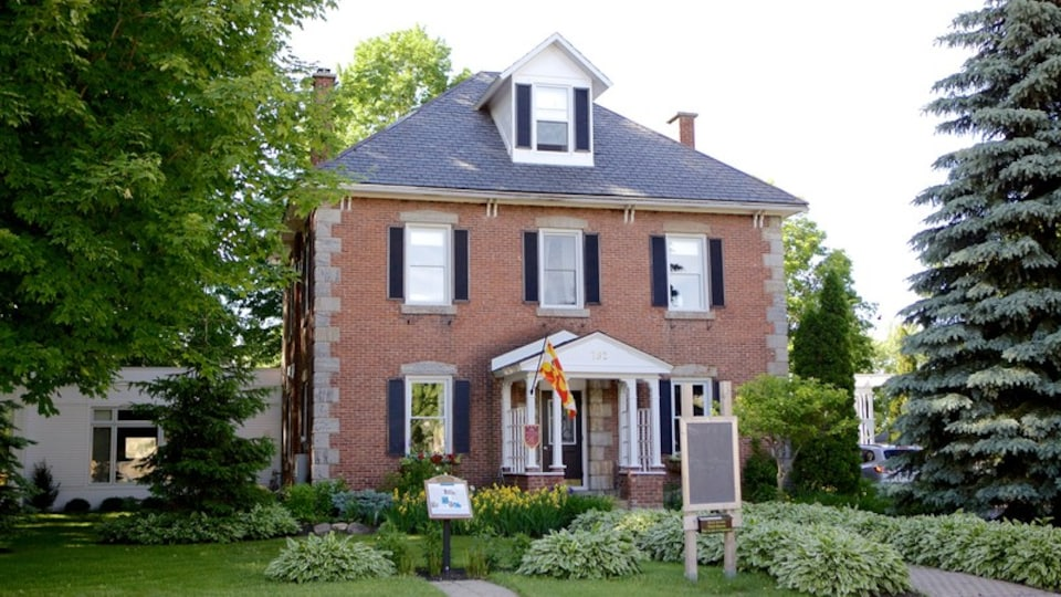 Bromont featuring a house and heritage architecture