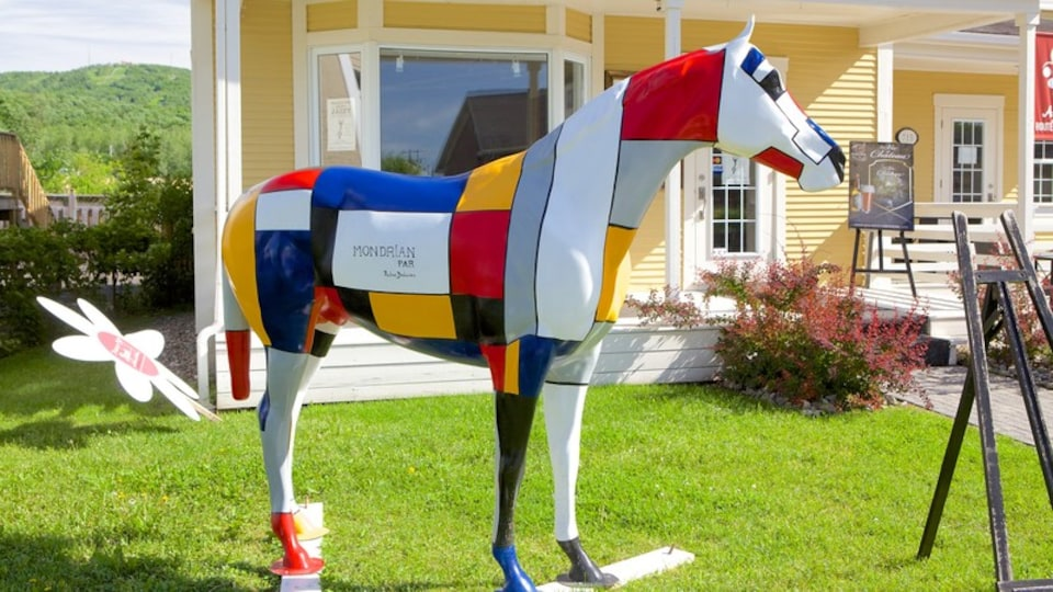 Bromont featuring a statue or sculpture, outdoor art and art