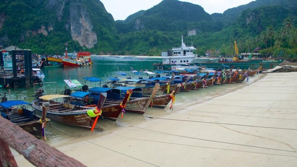 Ko Phi Phi showing general coastal views, a bay or harbor and boating