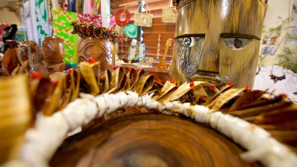 Uturoa showing shopping and indigenous culture