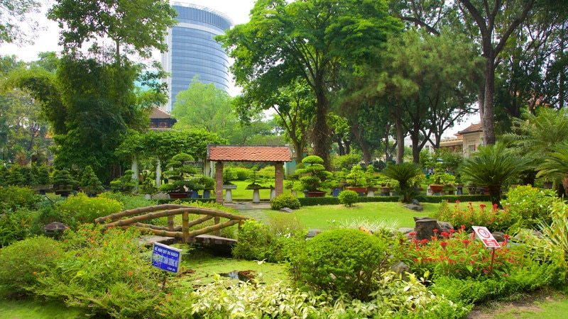 ho chi minh attractions guide