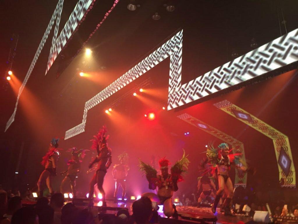 gCircuit Tänzer auf der Bühne