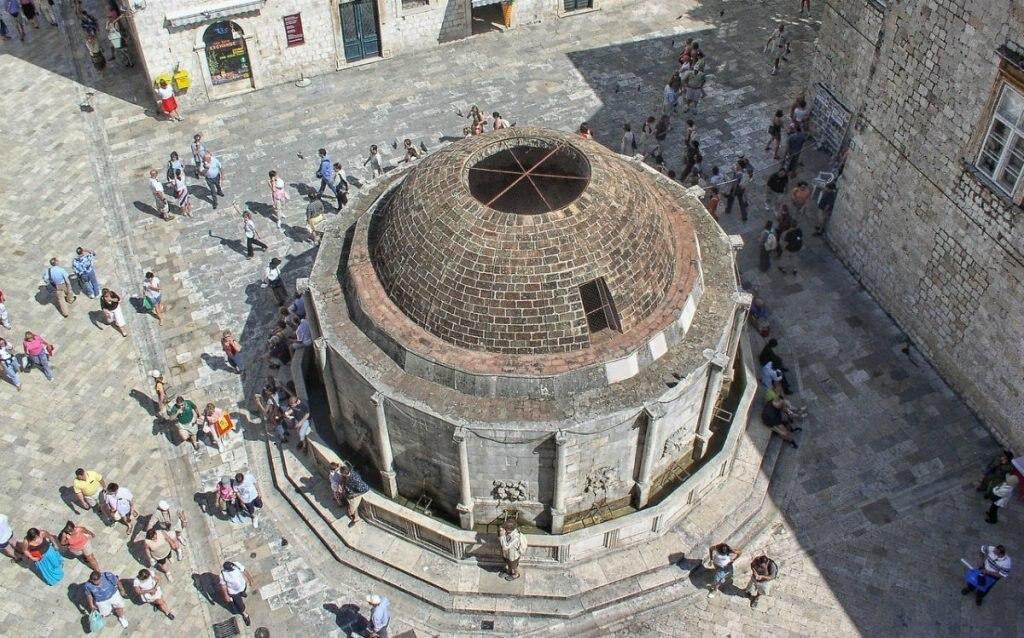 Onofrio-Brunnen in der Altstadt von Dubrovnik