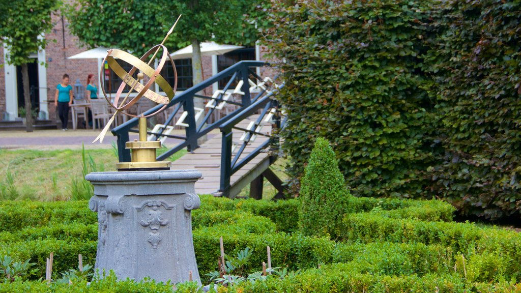 Zaanse Schans showing a garden
