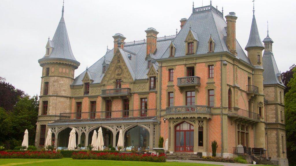 Schadaupark showing heritage architecture