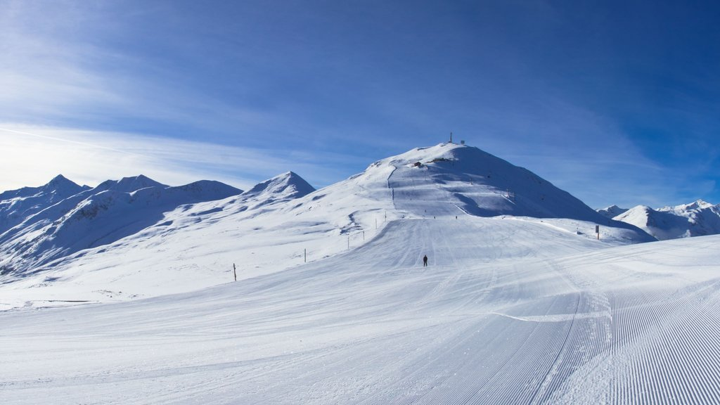 Livigno which includes mountains and snow