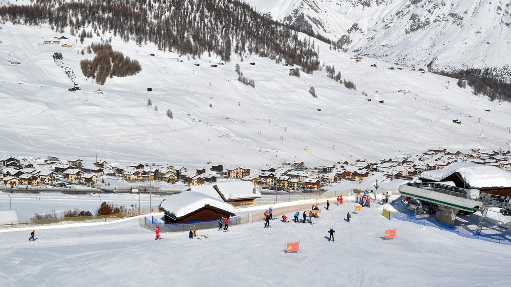 Livigno which includes snow skiing, mountains and a small town or village