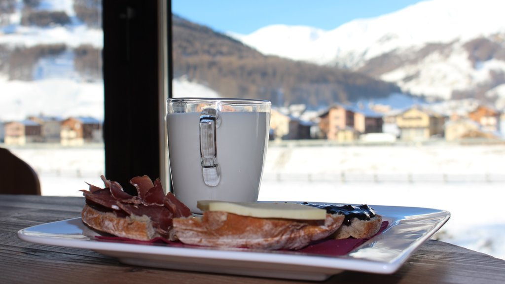 Livigno showing food