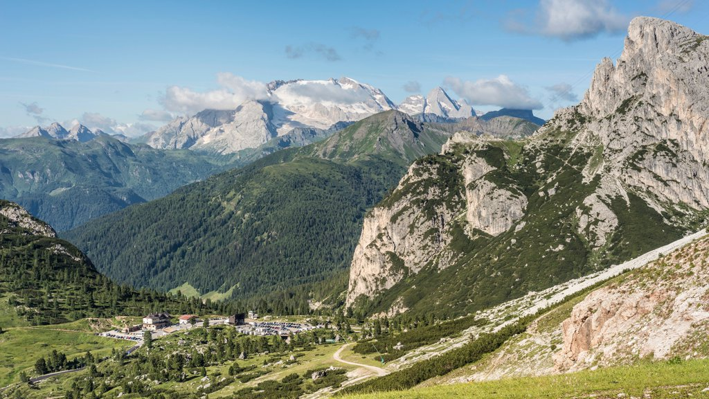 Cortina d\'Ampezzo which includes landscape views, mountains and a small town or village