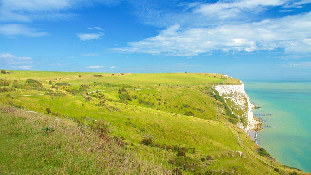 Dover mostrando costa escarpada, vistas generales de la costa y escenas tranquilas