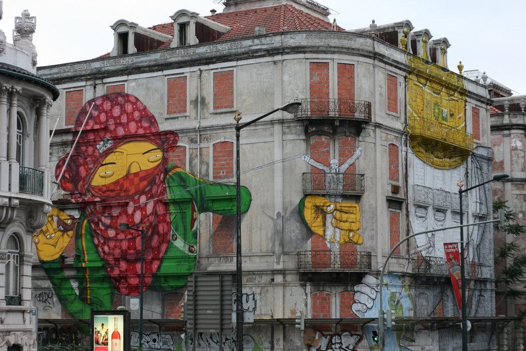 Street Art von Alexandre Farto (Vhils) und Pixelpancho